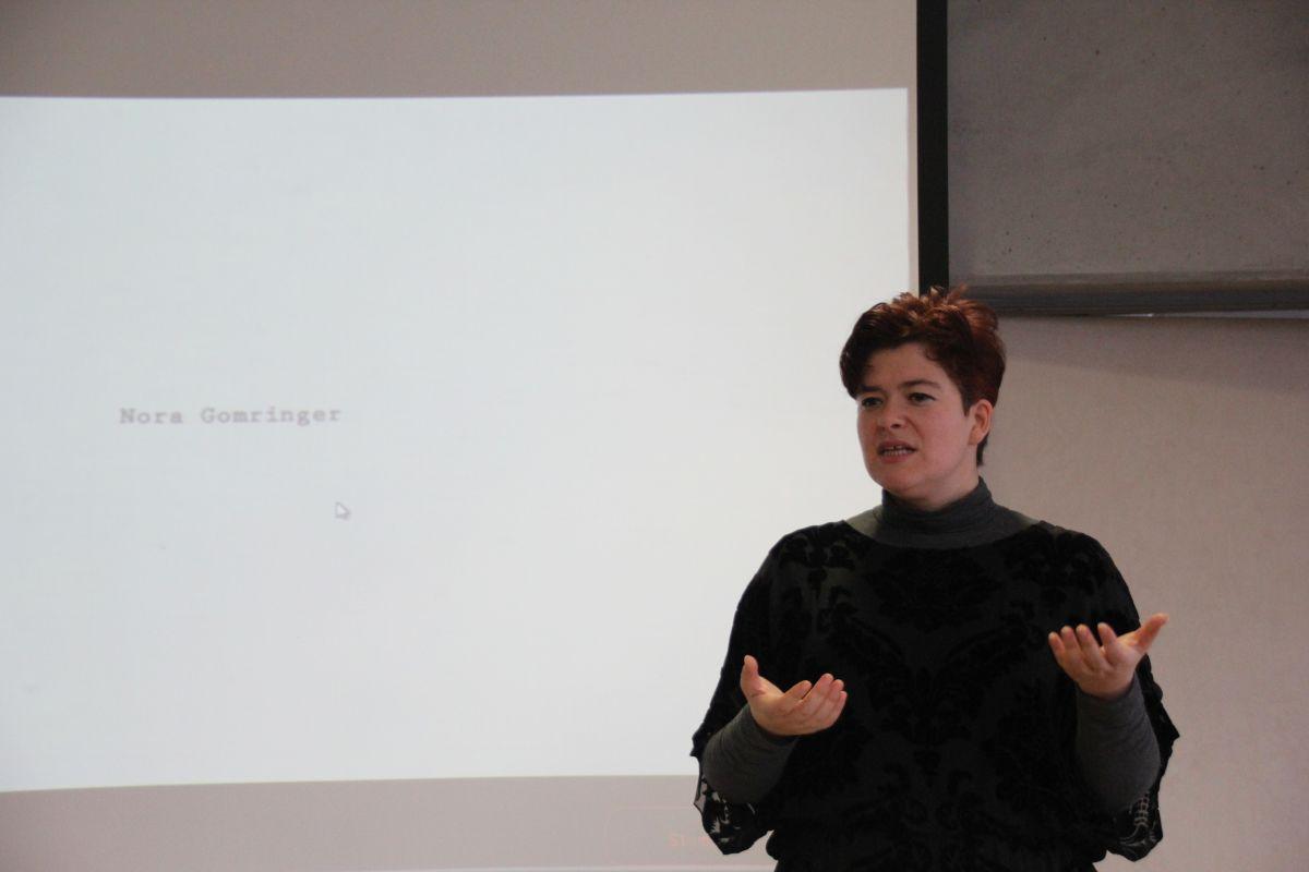 """""""Ich Werde Etwas Mit Sprache Machen"""" – Eine Lesung Mit Nora Gomringer"""