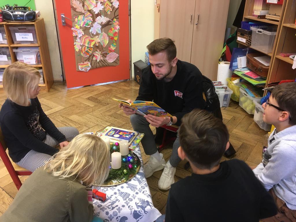 Vorleseaktion Der IWW13L An Der Grundschule Wunderburg
